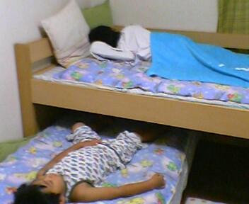 今日から、2  人で寝ます〜(^^)